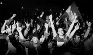 Andaluces-celebran-resultados-referendum-autonomia_EDIIMA20150227_0728_5